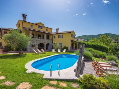 Photo for Holiday house Grdoselo for 1 - 12 persons with 4 bedrooms - Villa