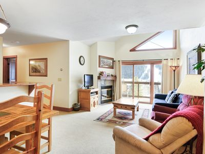 Photo for Bright, mountain condo w/mountain views, shared indoor pool & hot tub
