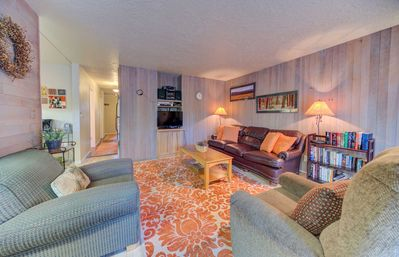 Photo for Located just steps away from The Village Mall, dining, & all your activities!