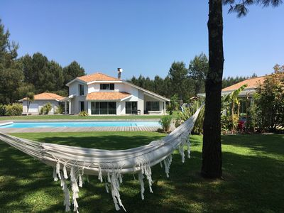 Photo for Villa 8 pers, heated pool, jacuzzi, pool house, beaches and lake.