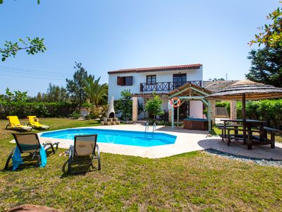Photo for A villa that sleeps 5 guests  in 2 bedrooms