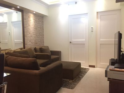 Central & Airy, 2-BR with Balcony, WiFi