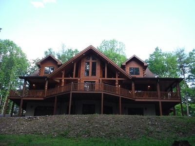 Luxury Log Cabin on private, 25 acre wooded lot - minutes from Raystown Lake