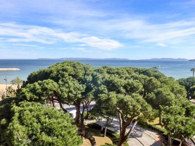 Photo for One bedroom Apartment, sleeps 4 in Le Lavandou