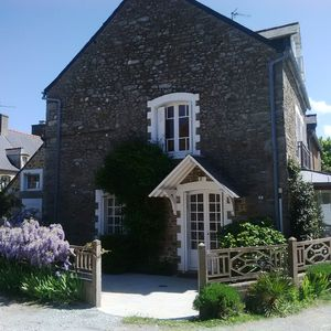 Photo for Charming fisherman's house in a hamlet by the river Fremur on the « Côte d'Emeraude