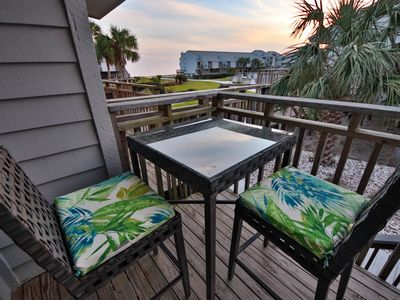 Photo for Fall Savings! 1BR/1BA, 60 secs to the beach, easy walk to State Park