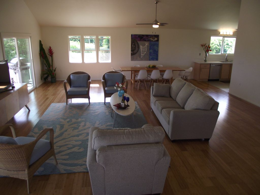 AVAILABLE, Immaculate OceanView House, Stroll 2 Beach, on FULL ACRE of PRIVACY