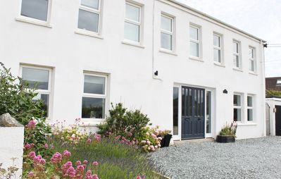 Photo for Lovely 5 Bed House, 15 mins walk to Porthcothan Bay with Hot Tub