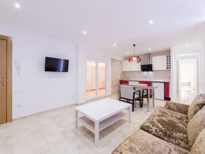 Photo for 3 bedroom Apartment, sleeps 4 with FREE WiFi and Walk to Beach & Shops