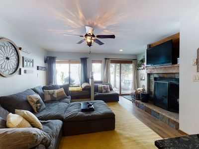 Photo for Cozy Keystone condo w/ grill & fireplace, shared pool, hot tub & bus to slopes!