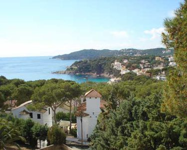 Photo for 5 bedroom Apartment, sleeps 9 with WiFi and Walk to Beach & Shops