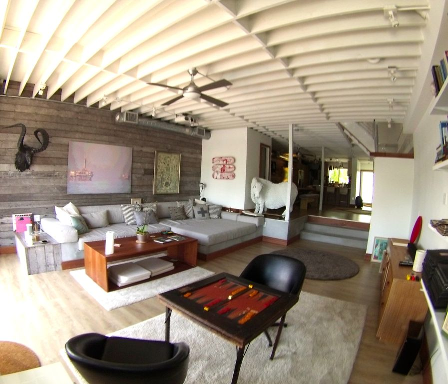 Waterfront Townhome Boasts Cool Urban Style: Miami Waterfront 2,800 Sqft Loft Great For Vacation