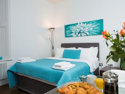 Photo for Stunning Studio Apartment in Chelsea Green