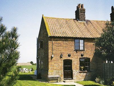 Photo for 2 bedroom property in Happisburgh. Pet friendly.