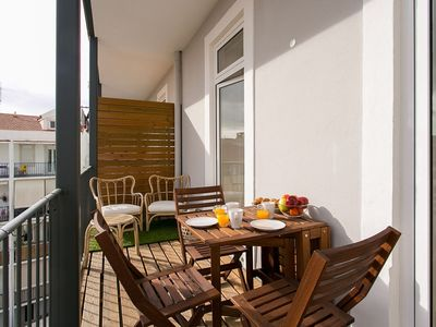 Photo for Elegant City Deluxe  apartment in Graça with WiFi, air conditioning, private parking & lift.
