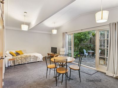 Photo for 1 bedroom flat in the heart of Piha
