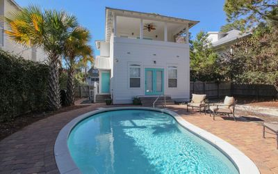 Photo for Beautiful, private home. Minutes  from beach.
