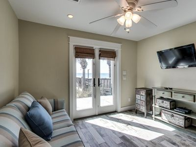 Photo for Adorable Gulf front cottage w/ shared hot tub - walk straight to the beach!