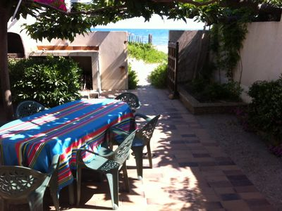 Photo for Apartment 55 m2 feet in water shady garden 50 m2 ideal families