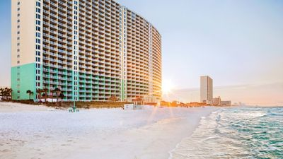 Photo for Enjoy yourself at ocean-side Panama City Resort!