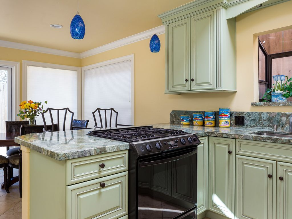 Luxury House Kitchen 6 bedroom large luxury house - block from  - vrbo