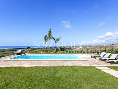 Photo for Glorious Villa with Pool and Sea Views in South Sicily