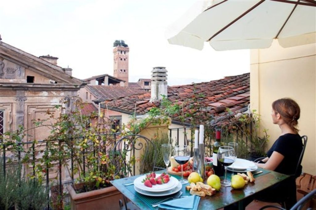 Central Stunning View Walls Lucca Inside From The Terrace Apartment Large - In Location