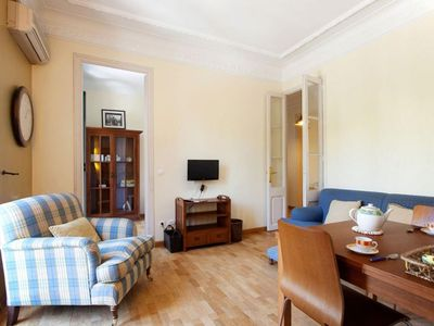 Photo for Monumental Gran Vía apartment in Eixample Esquerra with WiFi, air conditioning, balcony & lift.