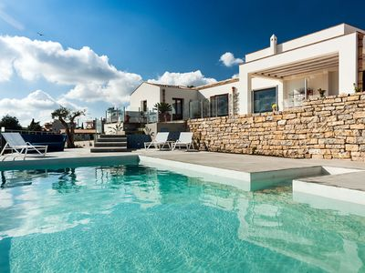 Photo for 4 bedroom Villa, sleeps 9 in Lido Signorino with Pool, Air Con and WiFi