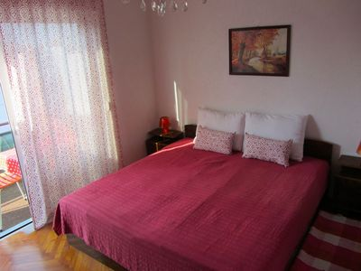 Photo for Red Ivana room with private bathroom, close to the beach, WiFi, AC, parking