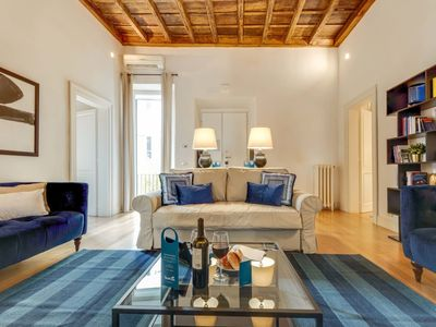 Photo for Exquisite 3-bedroom Vacation Apartment Pantheon View