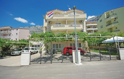 Photo for Studio flat with balcony and sea view Makarska (AS-14667-a)