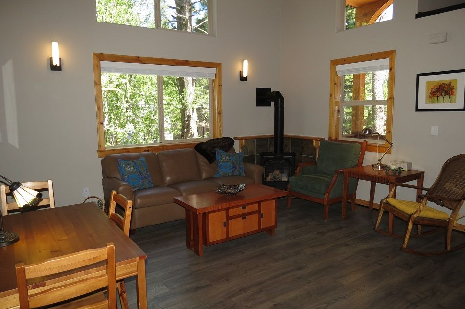 Maggie's Place -Sunny lower Tahoe Donner Location