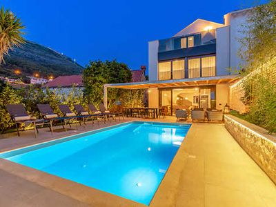 Photo for 5 ensuite bedroom villa, private pool, Dinaric Alps mountain views, 10 minutes by foot to Dubrovnik Old Town