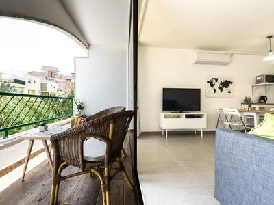 Photo for Cozy renovated apartment 8 minutes walk from the beach
