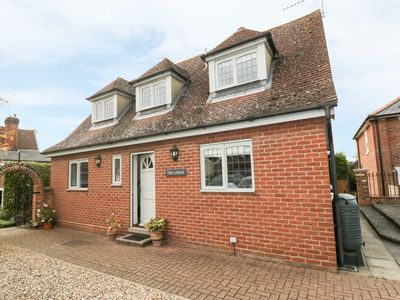 Photo for THE LODGE OFF HIGH STREET, pet friendly in Hadleigh, Ref 965750