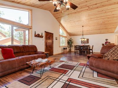 Indian Summer: Walk to the Lake and Meadow Park! Luxury! Wifi! BBQ! Near Snow Summit!