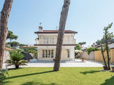 Photo for Forte dei Marmi Holiday Home, Sleeps 11 with Air Con and Free WiFi