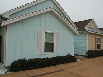 2/2*CLOSE TO BEACH*WALK TO SCHLITTERBAHN*QUIET CABANA W/PRIVATE PATIO