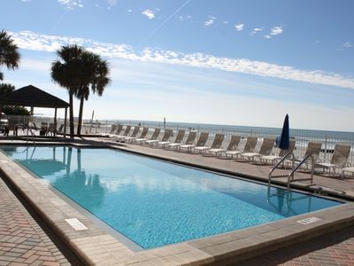 Heated pool directly on the beach!