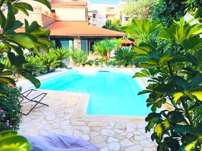 Photo for Centrally located villa with pool in Sorrento centre sleeps up to 16 people