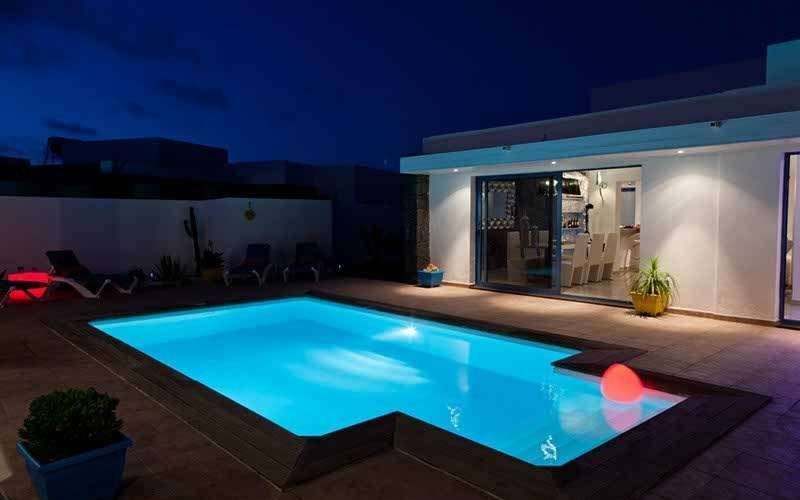 Villa zindri in playa blanca fur 6 personen bei pool - Mini pool fur balkon ...