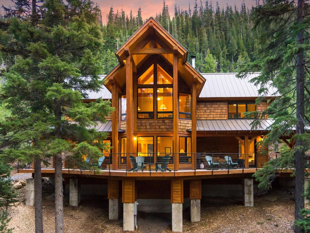 Spectacular luxury home w private hot tub vrbo for Designer cabins