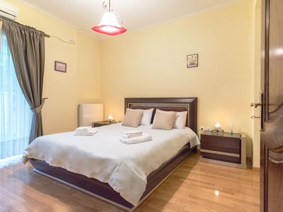 Photo for Superior house with garden, 3 minutes from metro