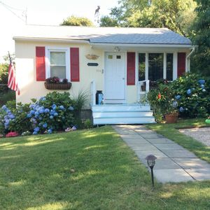 Photo for Hither Hills 2BR Montauk Cottage - 5 min walk to beach!