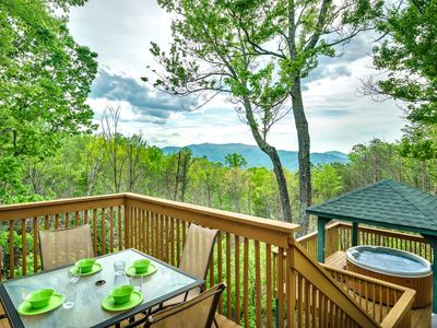 Photo for Mountain Views,Pool Access, Hot Tub, FREE Area Attraction Tickets!!!!