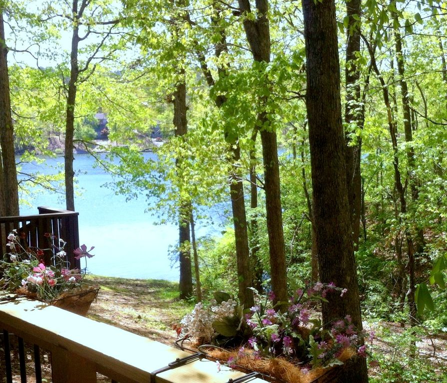 Woodland Village Apartments: Woodland Cove Lake View Apartment
