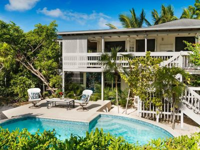 Photo for Ground Floor Private Entrance Suite(2b/1b)sleep 5, with pool,150 steps to beach