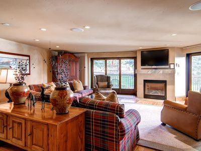 Photo for Charter 5BR/5BA L032 includes daily housekeeping: 5 BR / 5 BA condo in Beaver Creek, Sleeps 12