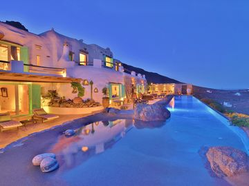 Exclusive Luxury Amazing Views Private villa spectacular 20m long  infinity poo